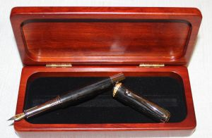 AMBASSADOR CLASSIC - WOODEN BOG OAK FOUNTAIN PEN